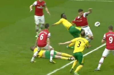 Arsenal defeats Norwich after assistant referee awards it crucial penalty!
