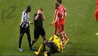 Referee Mike Jones' agonizing act.